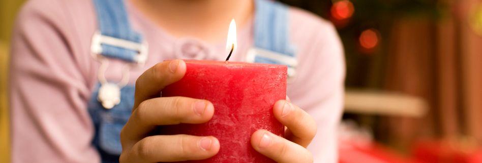 Kinder und Kerzen: Sicher in der dunklen Jahreszeit