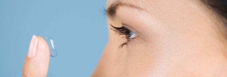 Können Kontaktlinsen hinters Auge rutschen?