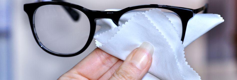 Brille reinigen -Sanft gereinigt, klarer Durchblick: So putzen Sie Ihre Brille richtig