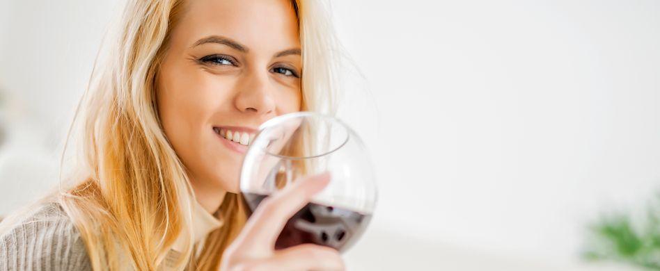 Säure, Verfärbung und Co.: Diese 7 Lebensmittel schaden Ihren Zähnen