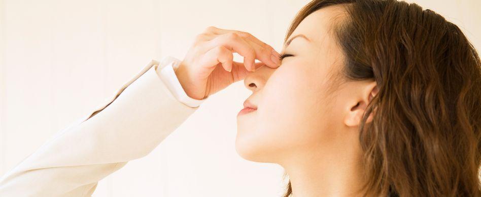 Akupressur: Kopfschmerzen mit Druckpunkten behandeln