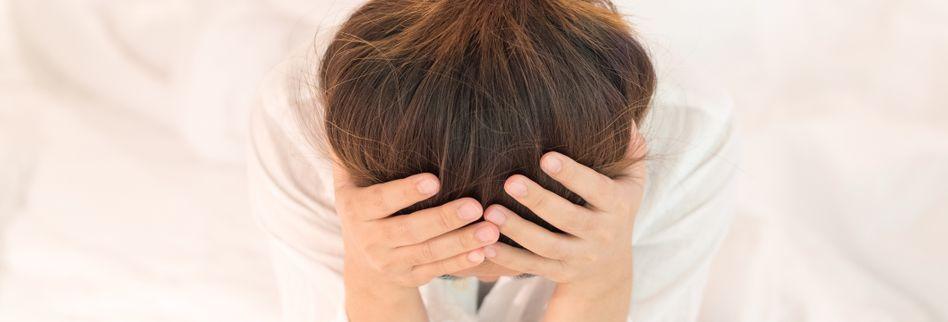 Stechende Kopfschmerzen: Ursachen, Symptome & Behandlung