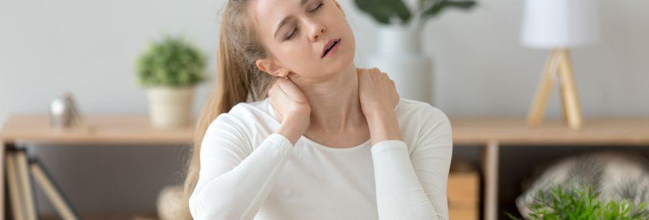Kopfschmerzen: Nackenverspannungen und falsche Sitzhaltung oft schuld
