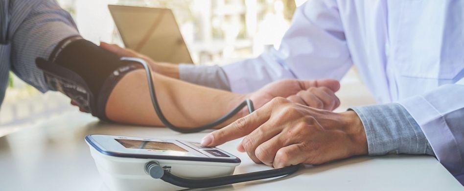Bluthochdruck und Alkohol: Was Sie beachten sollten