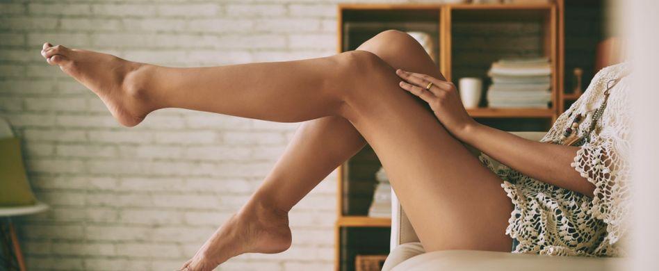 Müde, schwere Beine: 4 hilfreiche Muntermacher
