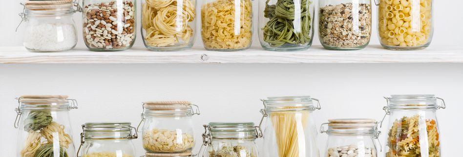 Vorräte richtig lagern: Mehl, Nudeln, Kaffee und Gewürze hygienisch aufbewahren