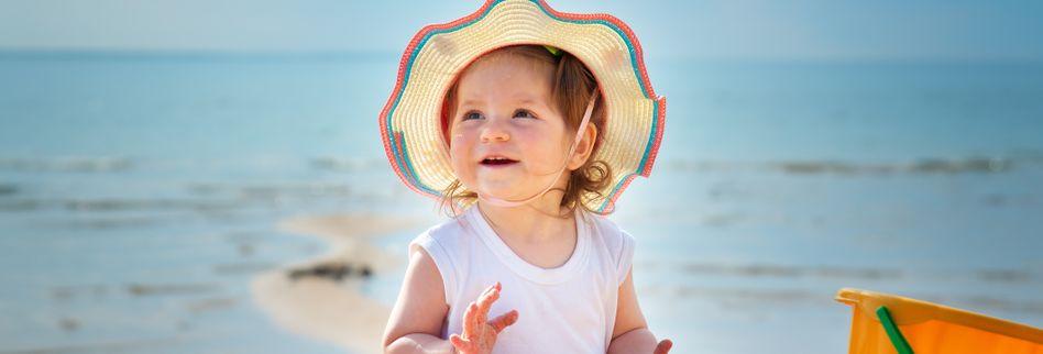 Sonnenbrand vorbeugen beim Baby: Worauf Eltern beim Sonnenschutz achten müssen