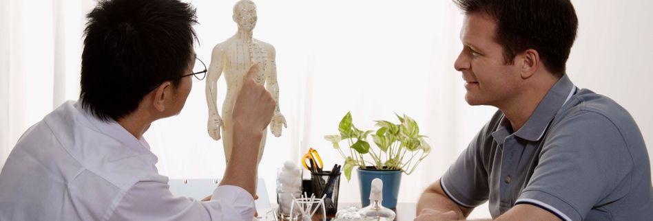 Ärztlicher Check-up für Männer: Wann steht welche Vorsorgeuntersuchung an?