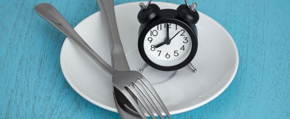 Dinner Cancelling: Das versteckt sich hinter dem Abend-Fasten