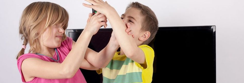 Geschwisterstreit schlichten: 7 Tipps um die Streithähne zu beruhigen