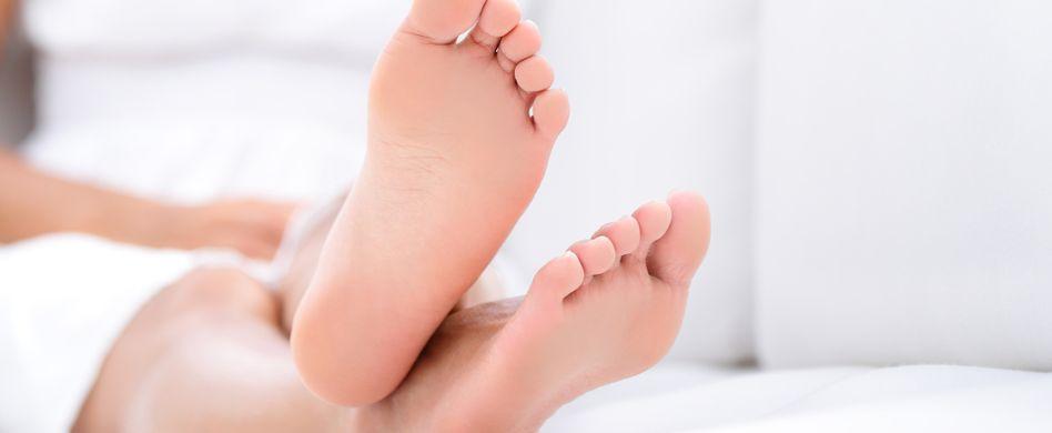 Warze am Fuß entfernen: So werden Sie Dornwarzen los