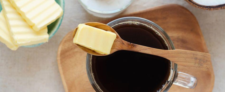 Abnehmen durch Kaffee mit Butter und Öl zum Frühstück: Was ist dran am Bulletproof Coffee?