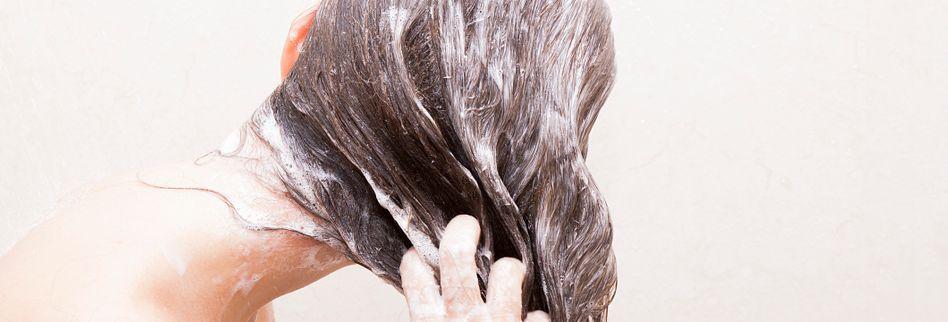 Wie oft sollte man seine Haare waschen?