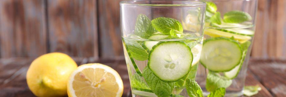 Infused Water: 5 Rezepte für gesunde Drinks mit Früchten