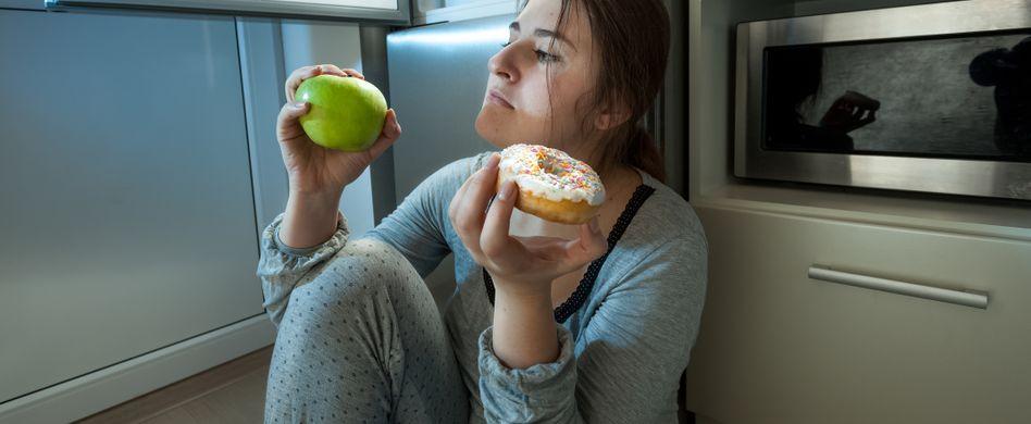 Warum wir besonders viel Hunger haben, wenn wir müde sind