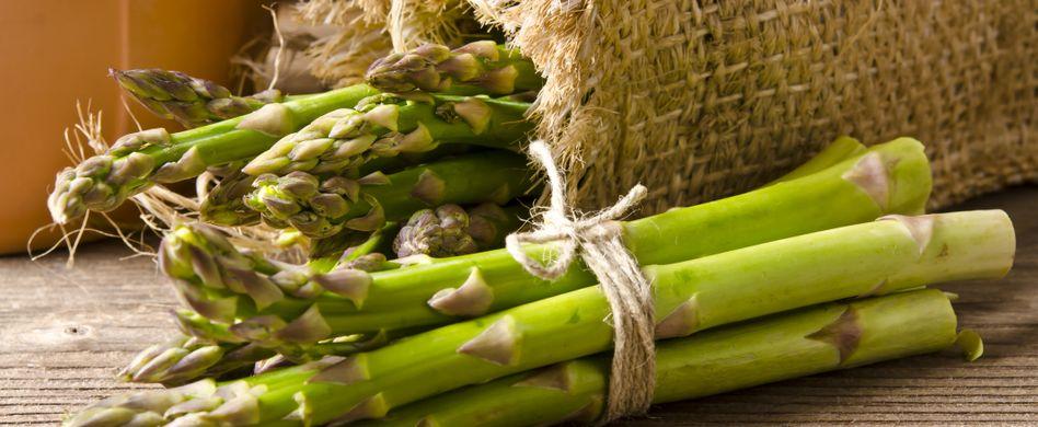 Spargel zubereiten: 4 Tipps rund um das gesunde Gemüse