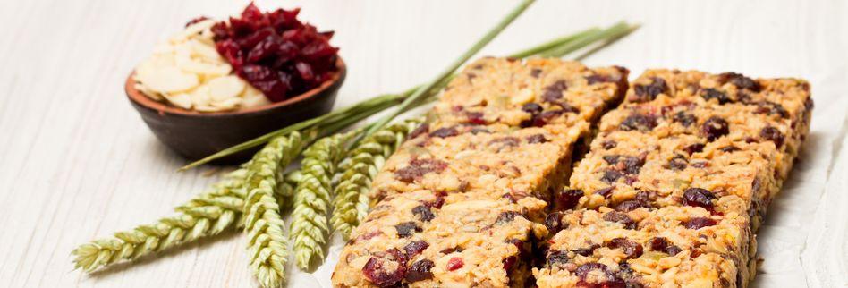 Superfood-Riegel mit Cranberrys und Mandeln