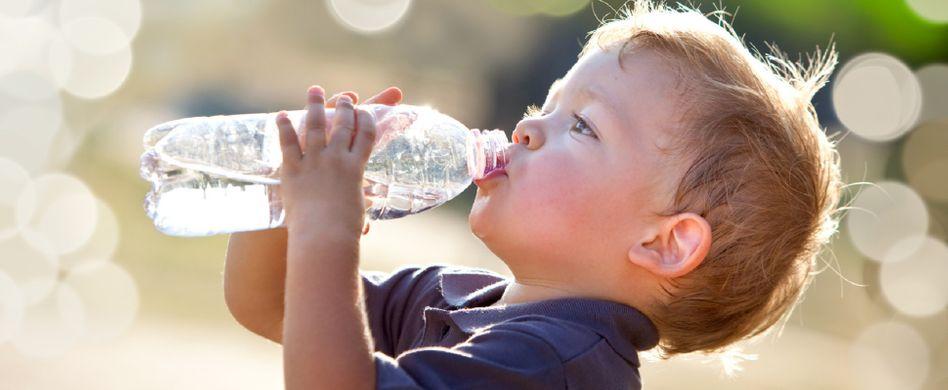 Gesundes Trinken: Wofür braucht der Körper Wasser?
