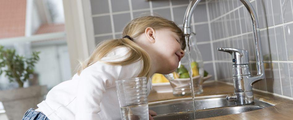 Mineralwasser oder Leitungswasser: Was ist besser?
