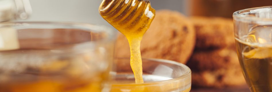 Warum Honigwasser gesund ist: Alles zum süßen Trend