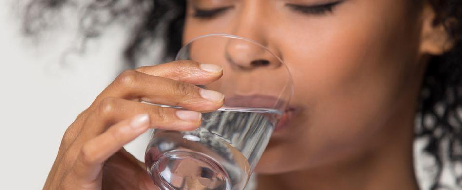7 Trinkmythen: Warum mehr Wasser nicht immer besser ist