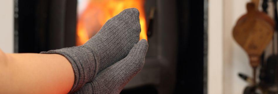 Kalte Füße aufwärmen: 3 Tipps für wohlige Wärme