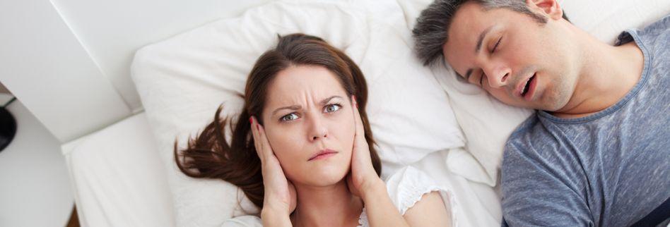 Schnarchen: Operation als Hilfe gegen den nächtlichen Lärm