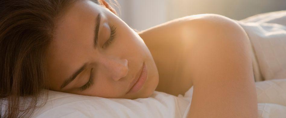 Zucken beim Einschlafen: Was steckt dahinter?