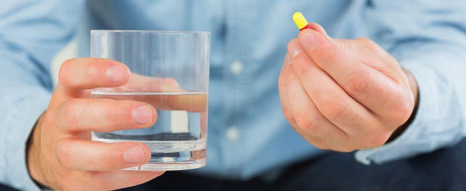 Medikamente und Getränke: Finger weg von 4 Flüssigkeiten