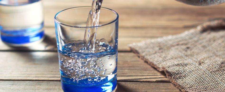 Tabletten mit Wasser einnehmen: Darum wirkt das Medikament so am besten