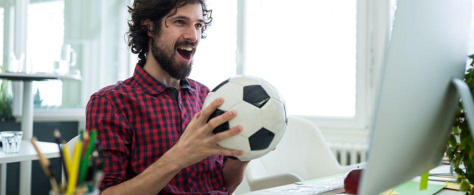 Fußball WM im Büro schauen: Das ist erlaubt
