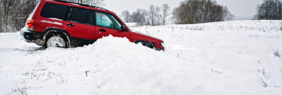 Sichere Fahrt im Winter: Bei Glätte richtig reagieren