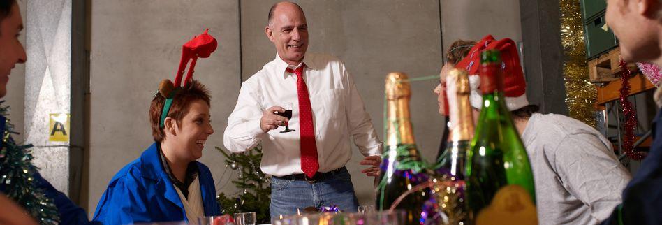 Weihnachtsfeier-Knigge: Von Alkohol bis Zärtlichkeit