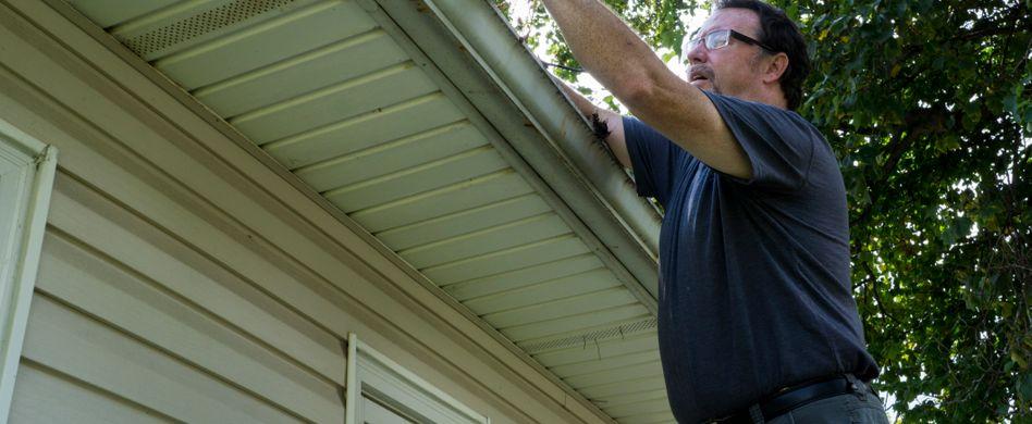 Dachüberstand verkleiden und Hausfassade schützen