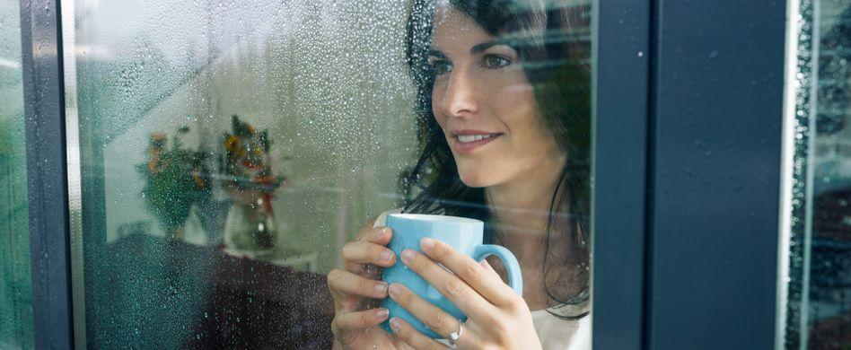 Undichte Fenster und Türen abdichten: Tipps