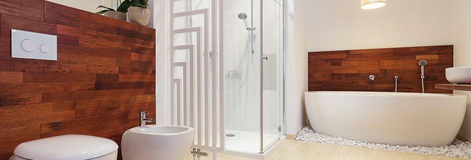 Helles Bad auch ohne Fenster: So beleuchten Sie Ihr Badezimmer richtig
