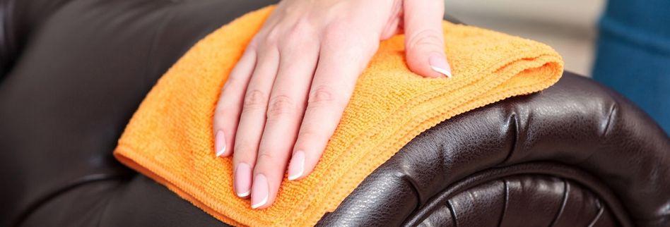 Ledercouch reinigen mit Hausmitteln: Die 7 besten Tipps