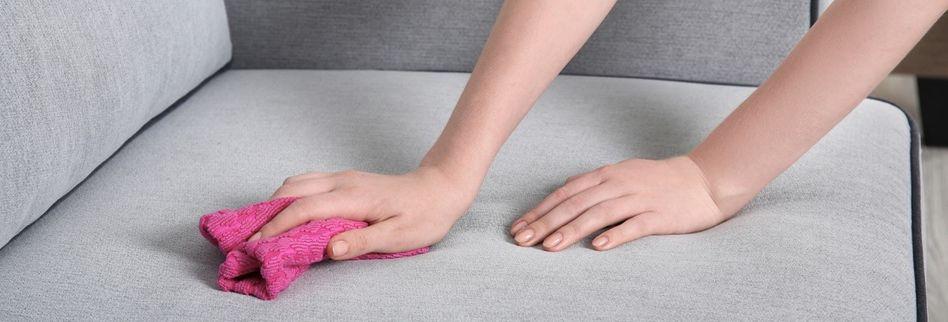 Polstermöbel reinigen: So entfernen Sie lästige Flecken