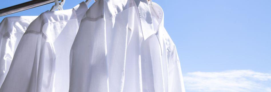 Wie wäscht man ein weißes Hemd?