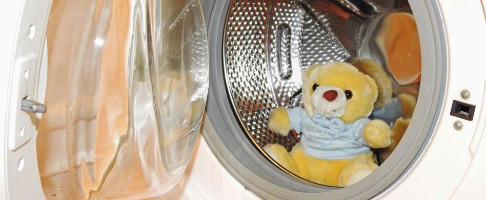 Kuscheltiere waschen: So überstehen die Plüschlieblinge das Bad