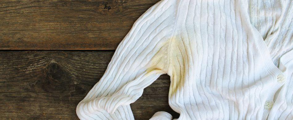 Schweißflecken entfernen: 3 Tipps, die wirklich helfen