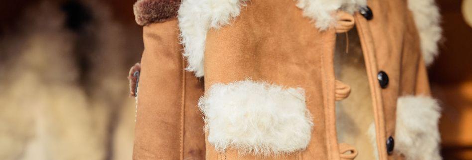 Lammfell waschen: So reinigen Sie das Schaffell richtig