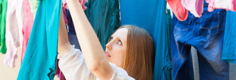 Wie hänge ich Wäsche richtig auf? Tipps gegen Klammerknitter und Bügelbeulen