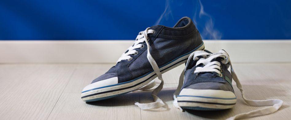 Stinkende Schuhe: 5 Tricks gegen den Mief
