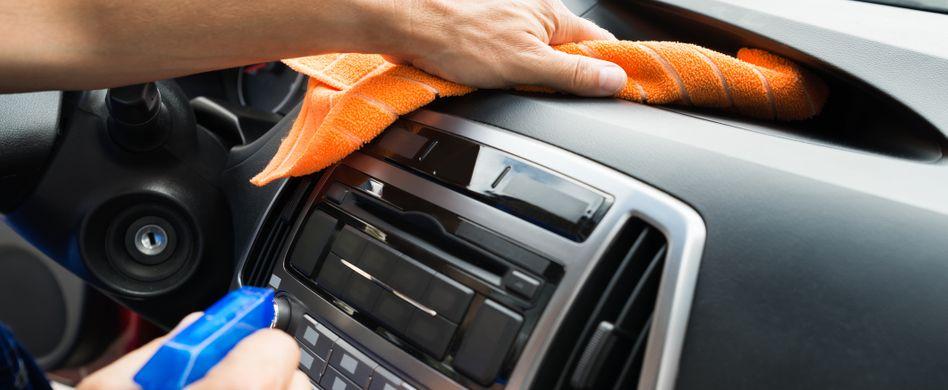 Auto-Innenraum reinigen: 5 Hausmittel für einen sauberen Wagen