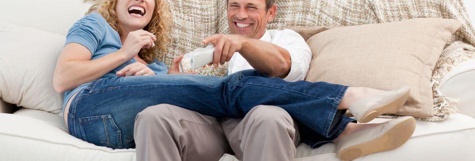 4 schräge Dinge, die Paare tun, wenn sie zusammenwohnen