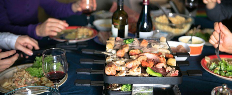Die 6 wichtigsten Raclette-Tipps für das perfekte Winteressen