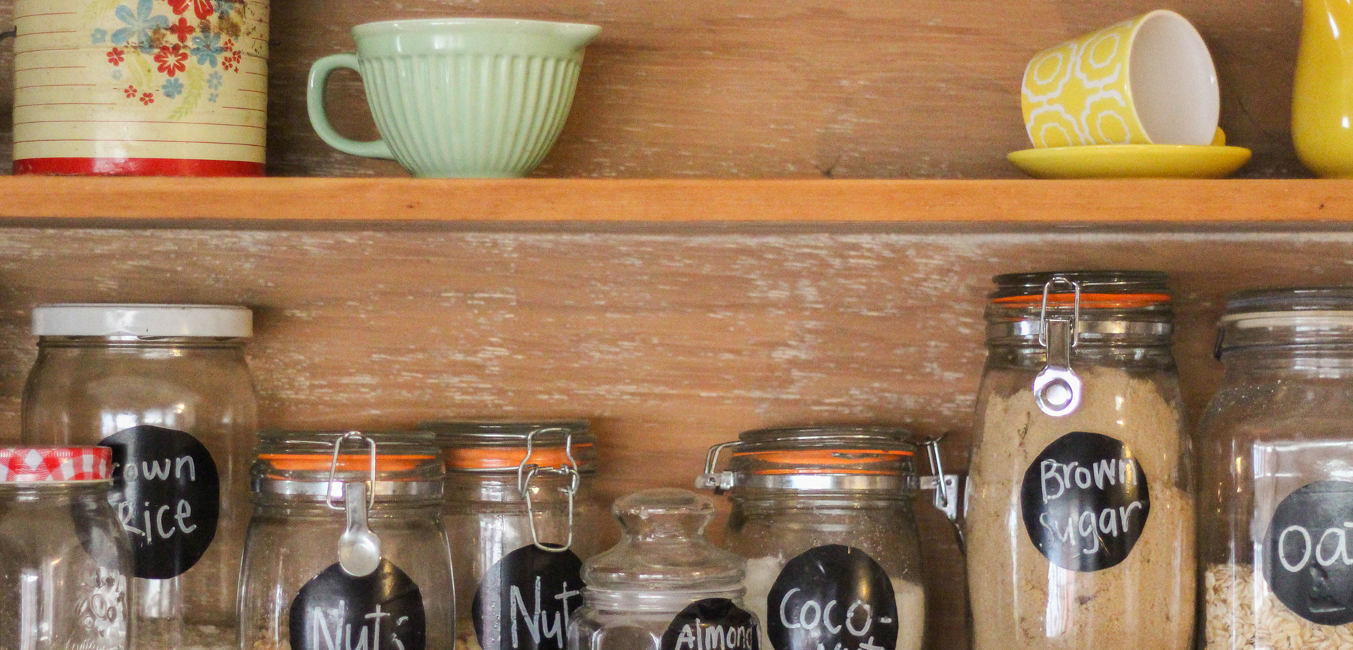 Küche einräumen → Lesen Sie 19 Tipps für Ordnung im Schrank, Regal