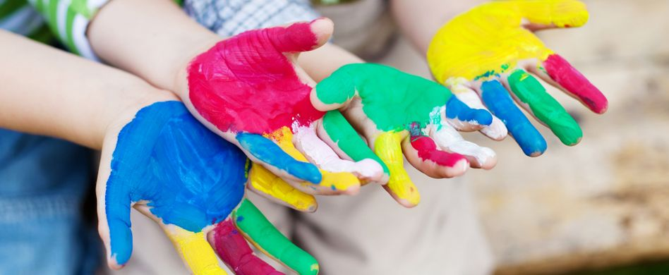 Ungiftige Fingerfarben selber machen: So wird's bunt