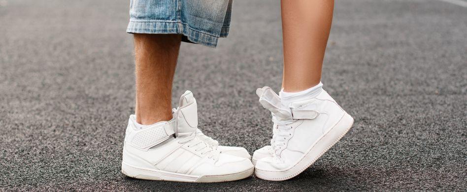 Weiße Schuhe sauber machen: Mit diesen 7 Tricks klappt's